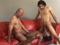 Skinny black girl likes ebon threesome